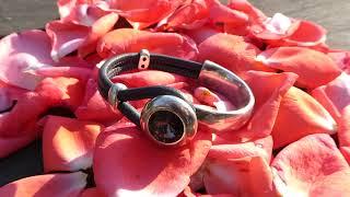 Briller en étant subtile grâce à ce bracelet demi jonc cuir et strass Svarowski !