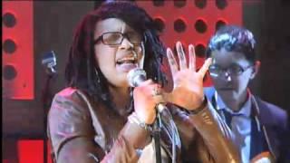 Voor Aanvang: Shary-An & Sven Hammond Soul - Six Feet Under @ DWDD 18 Maart 2011