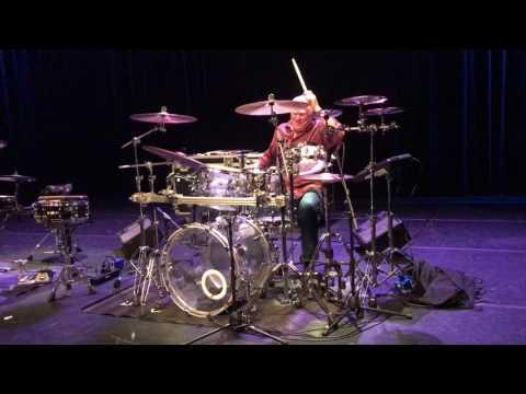 """Cesar Zuiderwijk verzorgt masterclass: """"Twee uur durende reis door de drumwereld"""""""