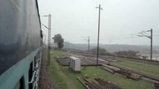preview picture of video '2381 Poorva Express Crosses Barakar River'