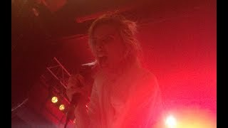 Ellie Roswell screaming Giant Peach in my face - Wolf Alice live @ Arena, Vienna 14-01-18