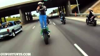 Смотреть онлайн Самый опасный трюк на мотоцикле