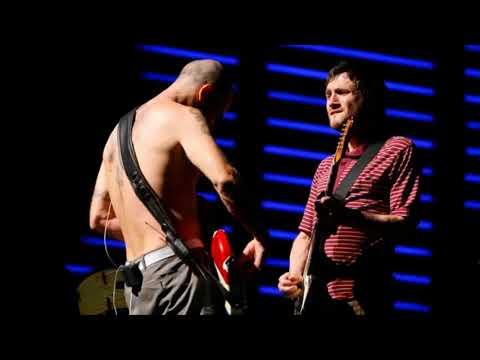 Red Hot Chili Peppers - Intro Jam (Coachella 2007)
