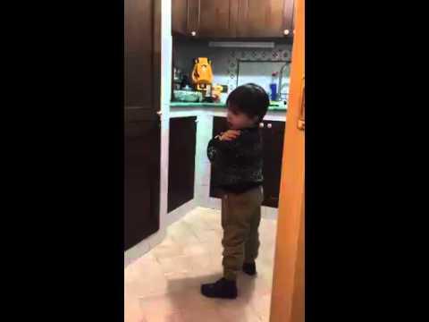 VIDEO - Il piccolo Lorenzo ha 3 anni, mamma e papà tifano Inter, ma lui ha scelto il Napoli!