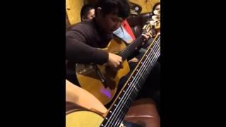 Казахский гитарист Бауыржан Жылкыбаев. Алкиса на гитаре!!!!