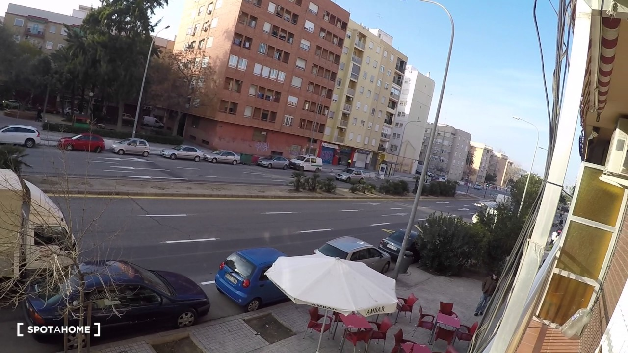Bright 3-bedroom apartment with AC for rent in Cabañal, near beach