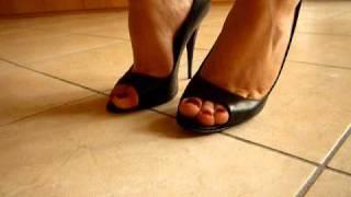peep-toe pumps 2