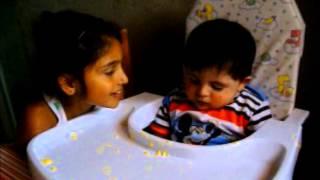 preview picture of video 'Niña hace dormir a su hermanito.'