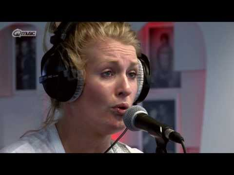 Miss Montreal - 'I Am Hunter' (live bij Mattie & Wietze) // Q-music