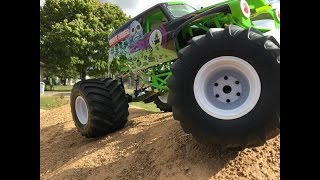 Axial Grave Digger - JConcepts Renegede Tire Upgrade