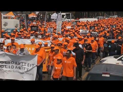 العرب اليوم - شاهد : مزارعو جنوب أفريقيا البيض يستنجدون بالرئيس الأميركي