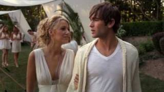 Nate & Serena Kiss At White Party; Gossip Girl