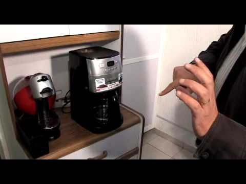 Cafetera que muele el grano de café