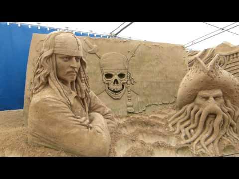 , title : 'Фестиваль фигур из песка'