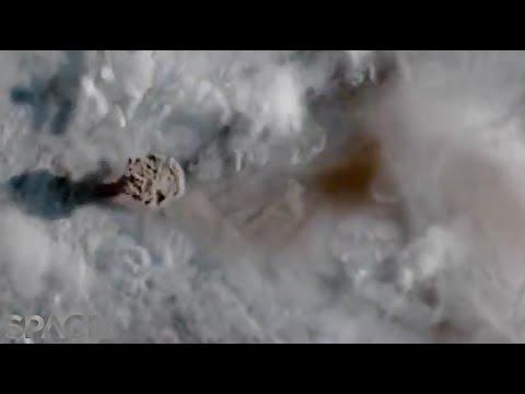 צפו: כך נראית התפרצות הר געש מהחלל