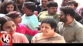 Jr NTR And His Family Queues Up To Vote At Filim Nagar Polling Booth | TS Assembly Polls | V6 News