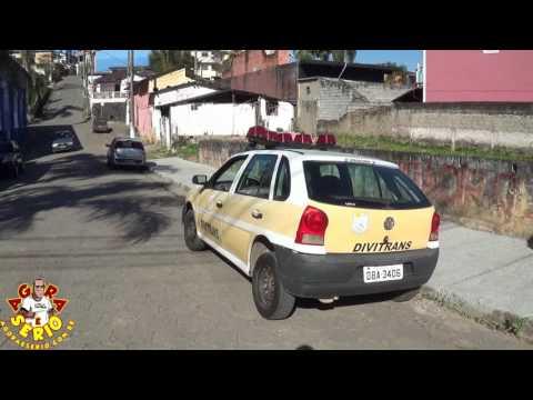 Carro do Departamento de Trânsito de São Lourenço da Serra em Juquitiba