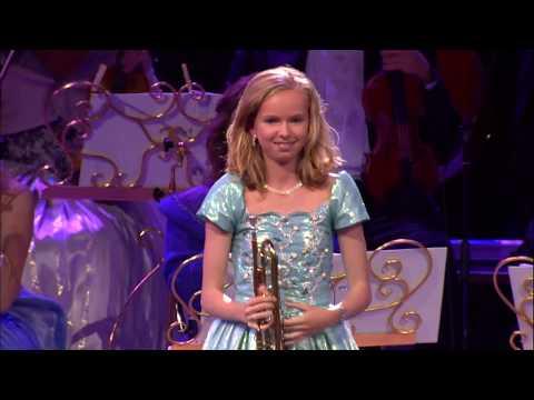 ילדה בת 13 מנגנת את היצירה Il Silenzio בכישרון מעורר הערצה