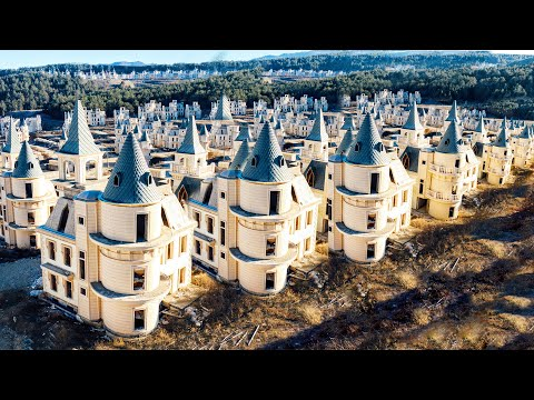 Een spookstad van verlaten Disney-kastelen