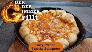 Partypfanne vom Grill Rezept mit Knack und Back Brötchen Paprika Bolognese