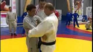 Путин на тренировке по дзюдо (без цензуры)