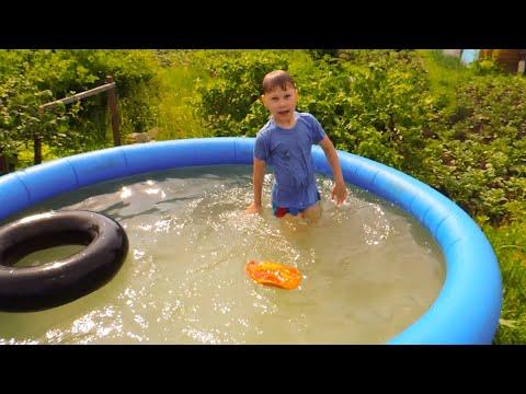 Детский бассейн на даче, купаемся!
