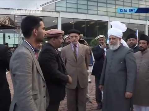 Jalsa Salana 2013 - Inspektion durch den Kalifen (aba)
