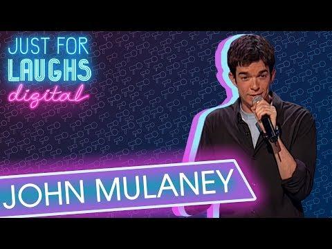 John Mulaney o škole a seriálech