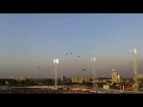 """Homenaje al Chapecoense Estadio Monumental Colo Colo"" Barra: Garra Blanca • Club: Colo-Colo"