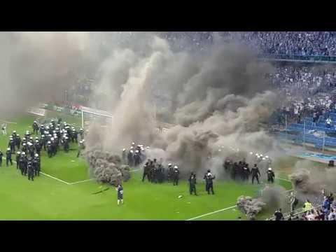 Zadyma pod koniec meczu Lech Poznań  Legia Warszawa...
