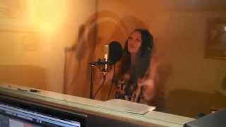 Светланка Минченко на записи трека 'Без меня'  LIVE