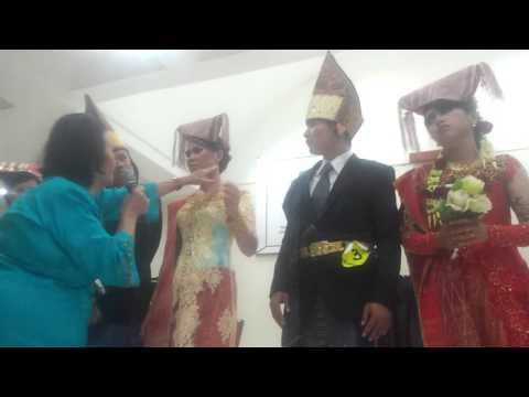 Video Ilmu dalam hal Pemakaian Baju Adat Simalungun pada saat PORSENI Pemuda GKPS Resort Bekasi