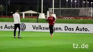 FC Bayern In Doha: Bastian Schweinsteiger Arbeitet Für Comeback (05.01.2014)