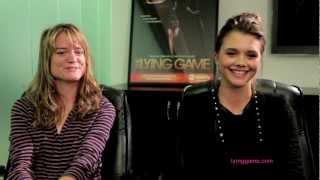 Sara Shepard et Alexandra Chando chat vidéo