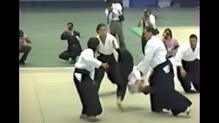 Steven Seagal shows his aikido skills