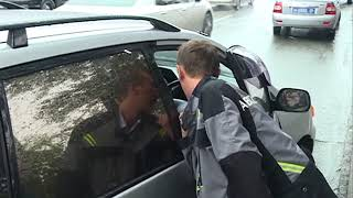 Малыш попал под колеса авто на Суханова