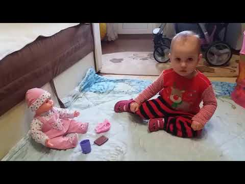 Первые самостоятельные шаги. Реакция на куклы / The first independent steps. Reaction to the dolls