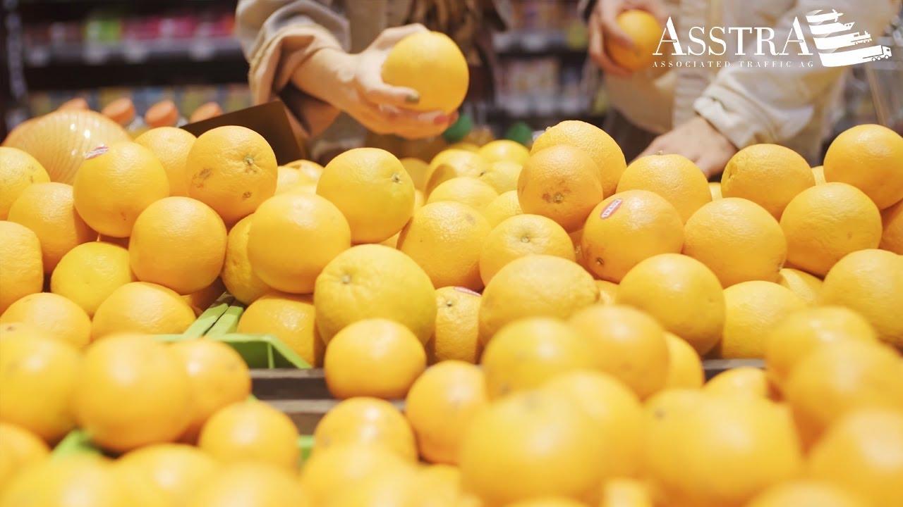 Lebensmittelprodukte in Gastronomischen Regalen in den Geschäften