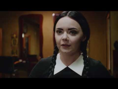 Nový účes - Adult Wednesday Addams (S02E04)