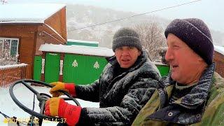 Дела житейские.  Когда в деревне валит снег.