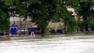 preview picture of video 'Hochwasser in Magdeburg, 09.06.2013, Pegel Strombrücke 7,44 Meter'
