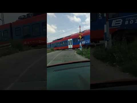 Rampa kod Leskovca podignuta dok voz prolazi