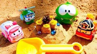 Ам Ням и Робокары играют в Песочнице. Видео для детей