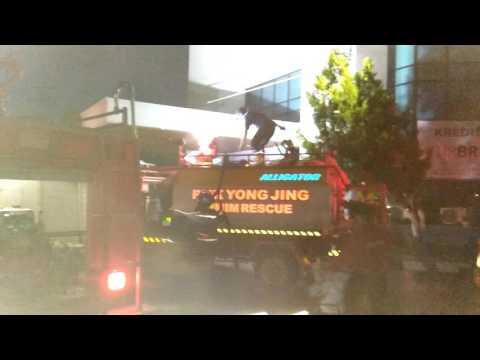 Kantor pusat BRI Cabang Samarinda terbakar.tgl 8-06-16.jam 18.30 wita
