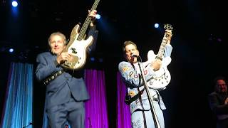 "Chris Isaak - ""Somebody's Crying"" - Genesee Theater, Waukegan, IL - 10/20/17"