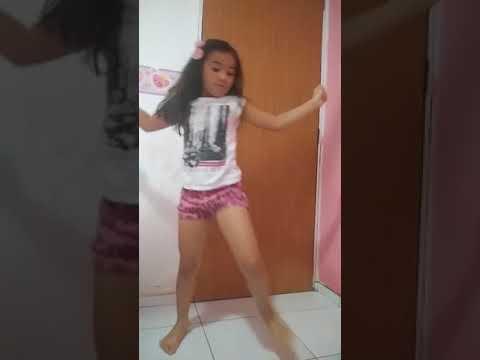 Essa menina dança muito! Aprende tudo sozinha. Nunca teve uma aula😱