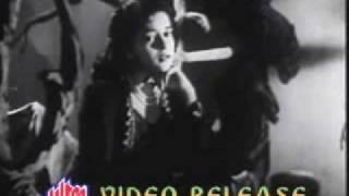 Samadhi (1950)-Woh Paas aa Rahe Hain Ham Door Jaa