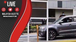 MGTV LIVE : Tun M Beredar Dari Pintu 2 Istana Negara Selepas Selesai Perjumpaan Dengan YDPA