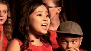 INCREDIBLE eight year old sings I Saw Mommy Kissing Santa Claus Acapella Crescendo