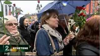 Thousands Sing Parts of My Rainbow Race By Pete Seeger in Oslo, Norway